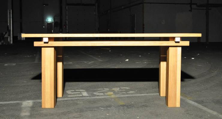 Houten tafel:   door NokNok, Klassiek