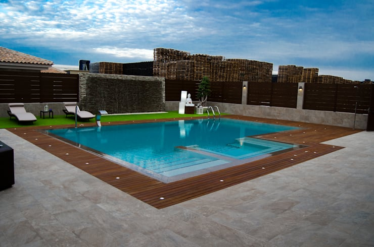 espacio de relajación exterior: Piscinas de estilo  de ZimmeR designer