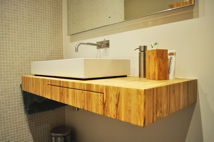 Meubels olijfhout:  Badkamer door NokNok