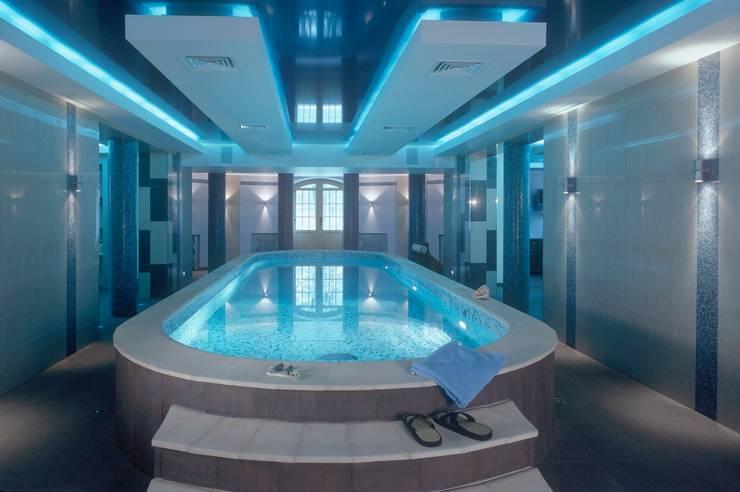 Дом в стиле Zen: Бассейн в . Автор – Studio B&L