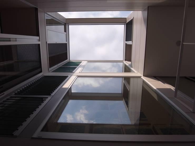 上目黒の家: Studio R1 Architects Officeが手掛けたテラス・ベランダです。,