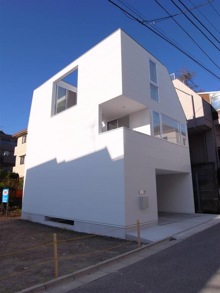 上目黒の家: Studio R1 Architects Officeが手掛けた家です。,