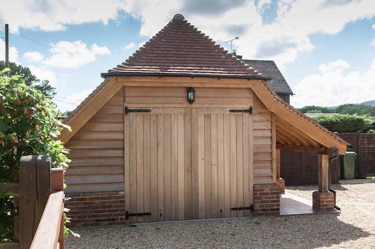 Meadowlands - new garage  with additional storage :   by Hampshire Design Consultancy Ltd.
