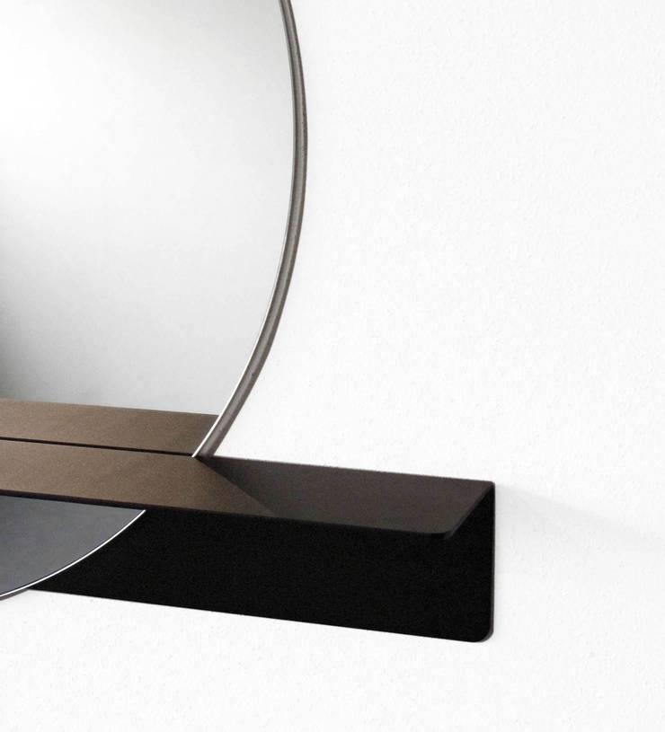 Detail Slide mirror 'round':  Gang, hal & trappenhuis door Marc Th. van der Voorn