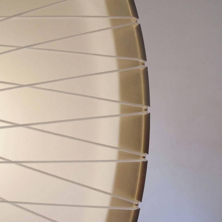 Detail disque lamp:   door Marc Th. van der Voorn, Industrieel