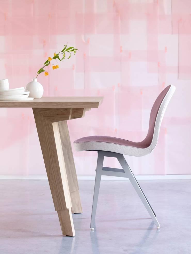 Detail tafelpoot Swan eettafel:  Eetkamer door Marc Th. van der Voorn