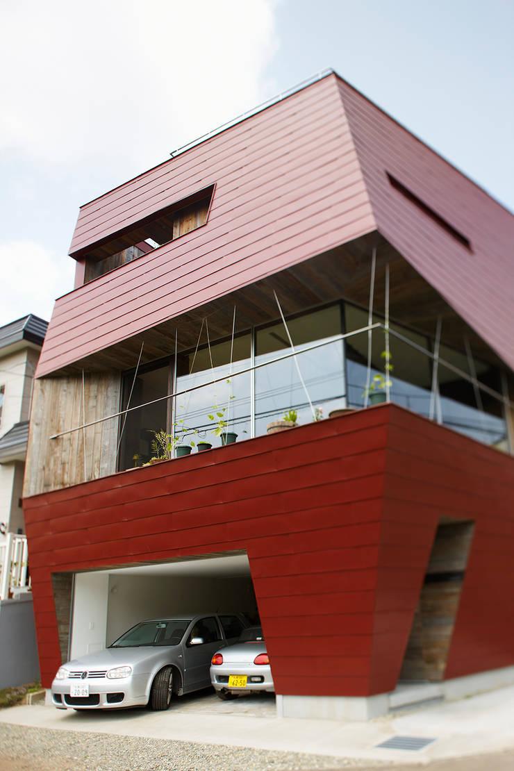 外観2: 石塚和彦アトリエ一級建築士事務所が手掛けた家です。,モダン