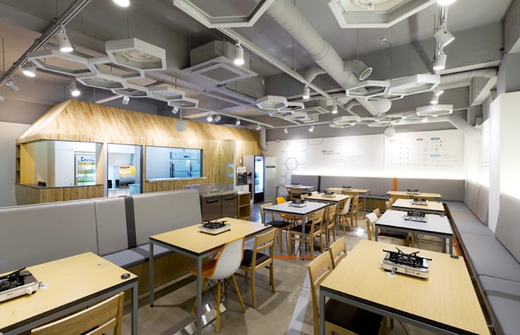 HOUSE & TREE를 현대적으로 재해석한 공간: Design m4의  레스토랑