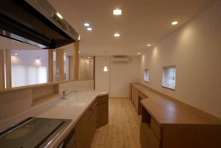 廚房 by 伊達剛建築設計事務所, 隨意取材風