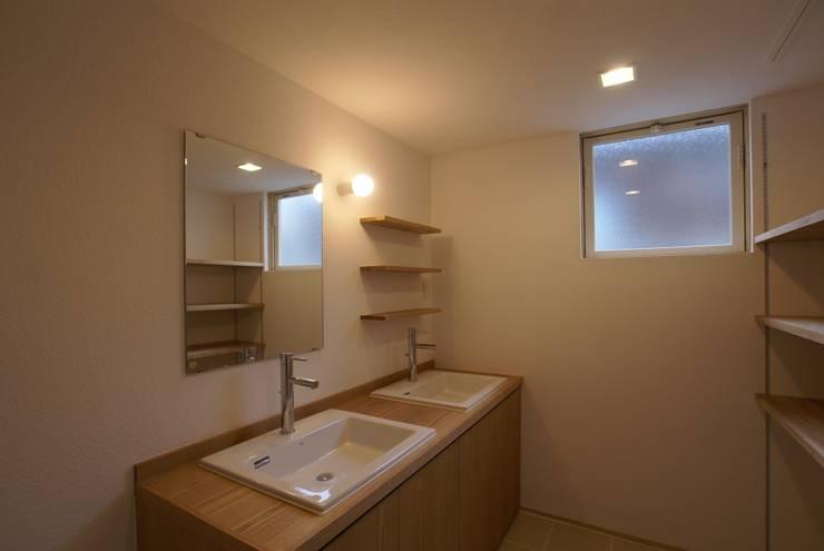 浴室 by 伊達剛建築設計事務所, 隨意取材風