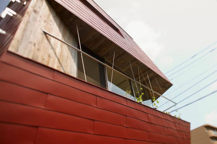 外観4: 石塚和彦アトリエ一級建築士事務所が手掛けた家です。,モダン