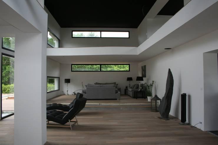 salon: Salon de style  par scp duchemin melocco architectes