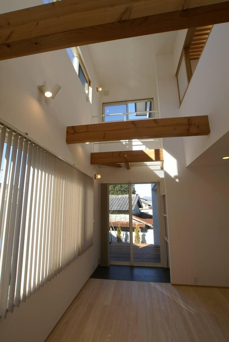 LDK: 伊達剛建築設計事務所が手掛けたリビングです。