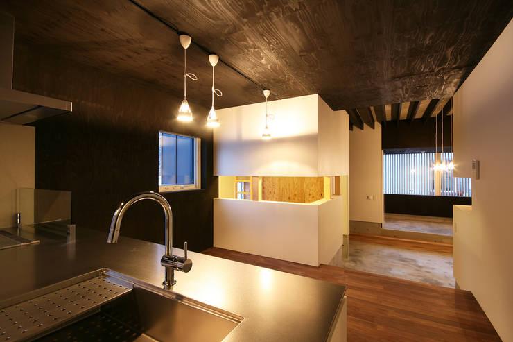 キッチン・ダイニング: 石塚和彦アトリエ一級建築士事務所が手掛けたキッチンです。,