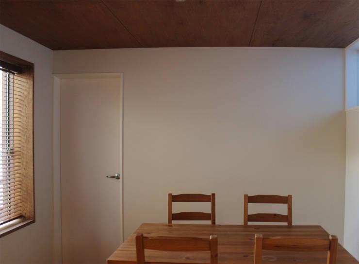 一里塚コートハウス: 竹内裕矢設計店が手掛けたダイニングです。