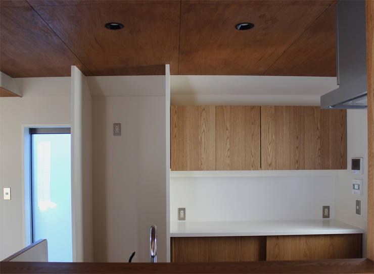 一里塚コートハウス: 竹内裕矢設計店が手掛けたキッチンです。