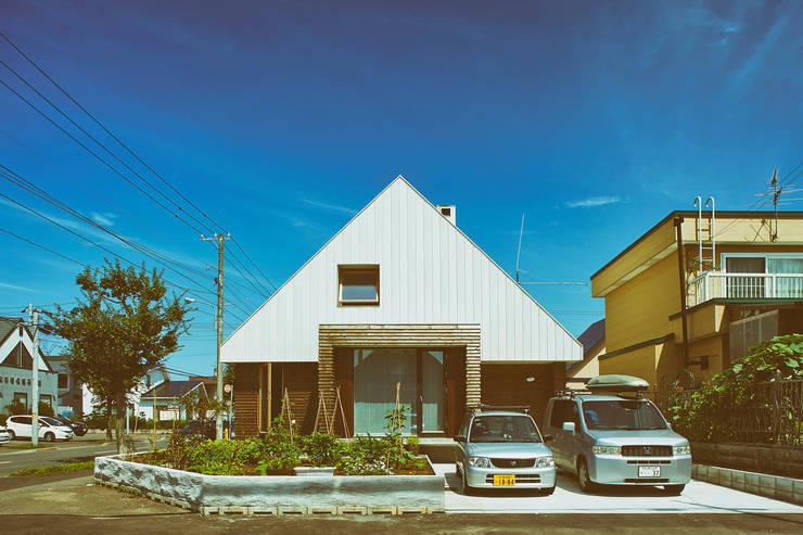 外観1: 石塚和彦アトリエ一級建築士事務所が手掛けた家です。,モダン