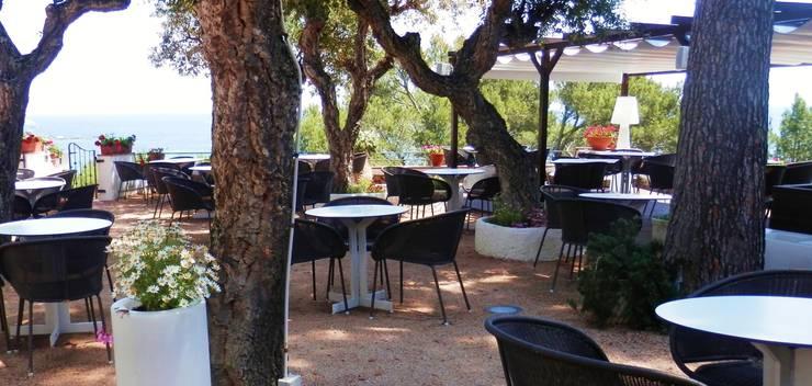 Hotel Sant Roc: Jardín de estilo  de iluminika