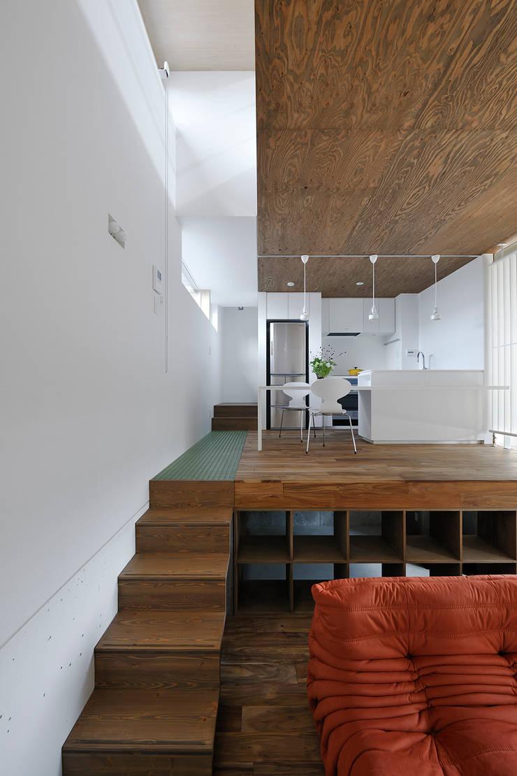 ダイニングルーム・キッチン3: 石塚和彦アトリエ一級建築士事務所が手掛けたダイニングです。