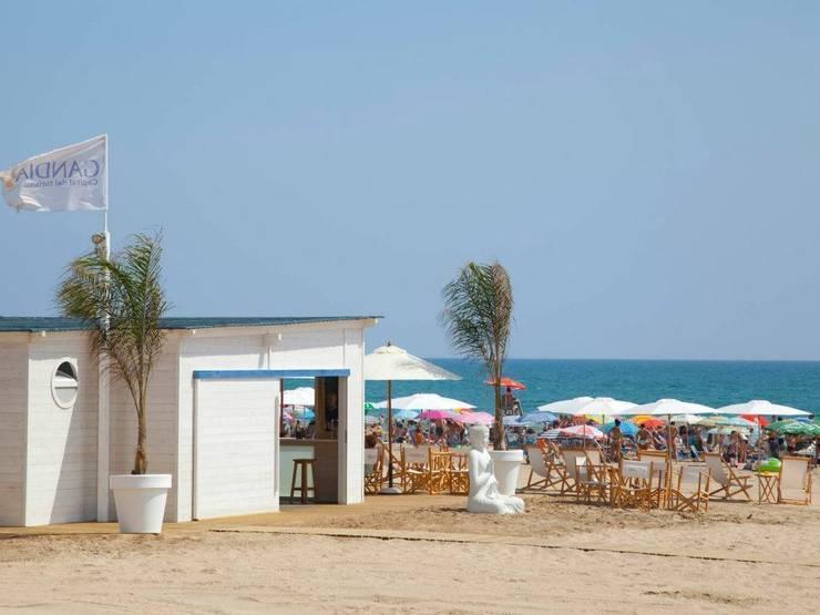 Chiringuito de playa: Locales gastronómicos de estilo  de GARCIA HERMANOS