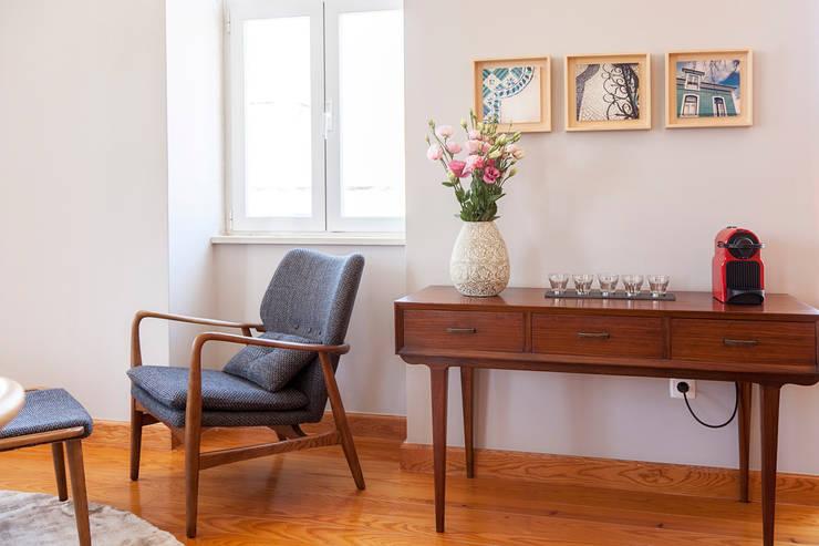 Living Room - details: Sala de estar  por Home Staging Factory