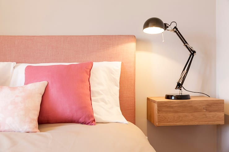Double bedroom: Quarto  por Home Staging Factory