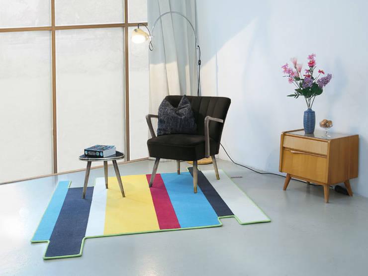 FLYINGSTRIPES - 150 x 150 cm:  Wohnzimmer von FLAT´N  - Shape and Style