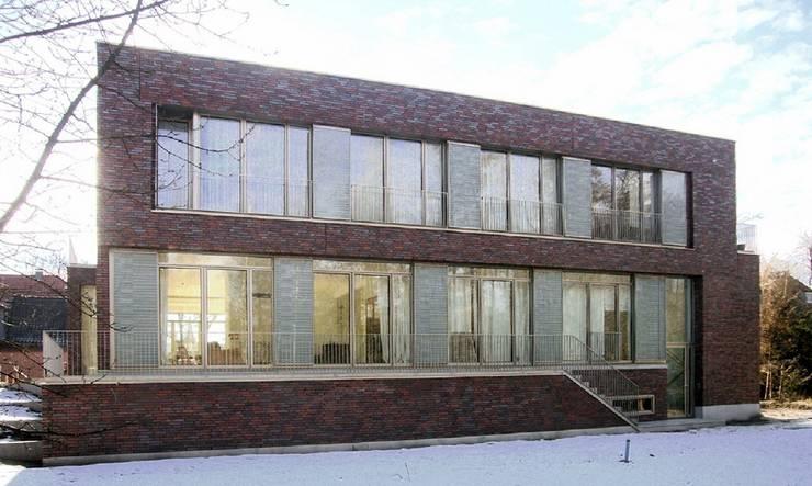 wohnhaus mit torhaus, soltau:  Häuser von Peter Olbert Architekt