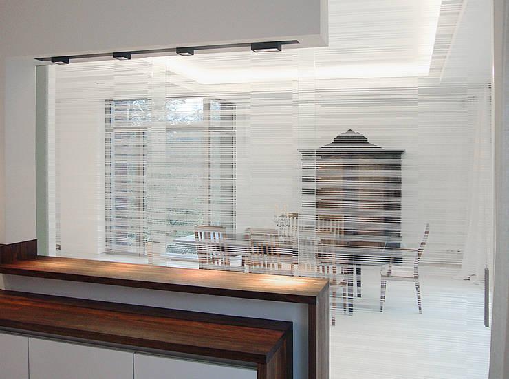 wohnhaus mit torhaus, soltau: moderne Küche von Peter Olbert Architekt
