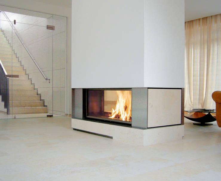wohnhaus mit torhaus, soltau:  Wohnzimmer von Peter Olbert Architekt
