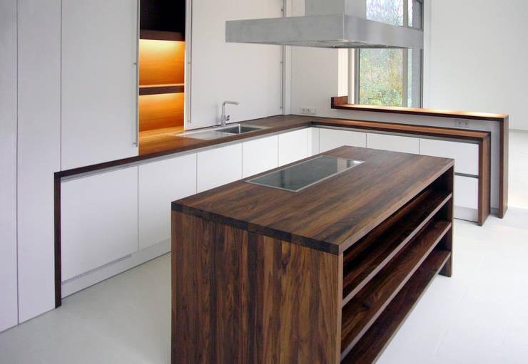 wohnhaus mit torhaus, soltau:  Küche von Peter Olbert Architekt