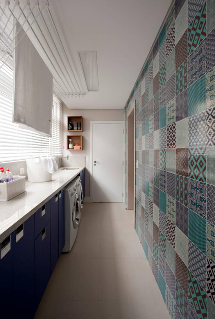 Apartamento Bossa: Corredores e halls de entrada  por Juliana Pippi Arquitetura & Design,Moderno