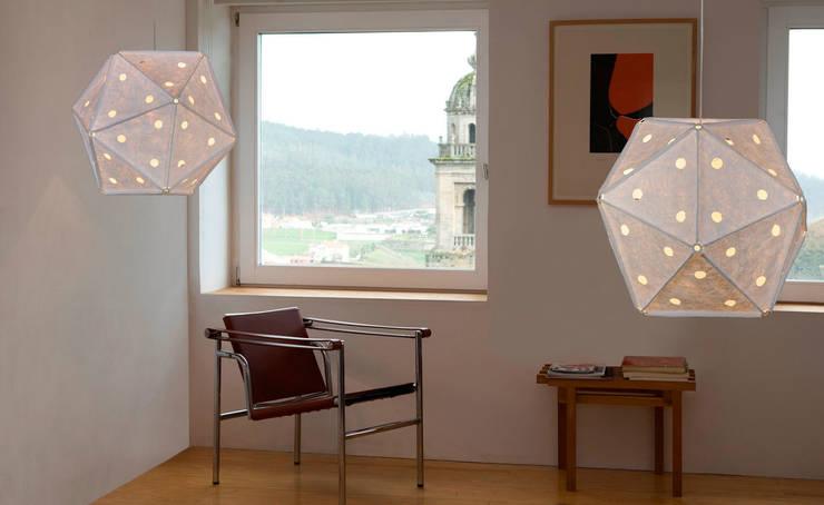 Lámpara Holes de Arturo Álvarez: Hogar de estilo  de Ociohogar