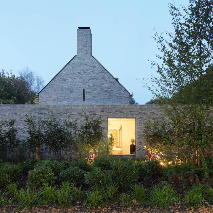 Villa Rotonda Goirle: moderne Huizen door Bedaux de Brouwer Architecten