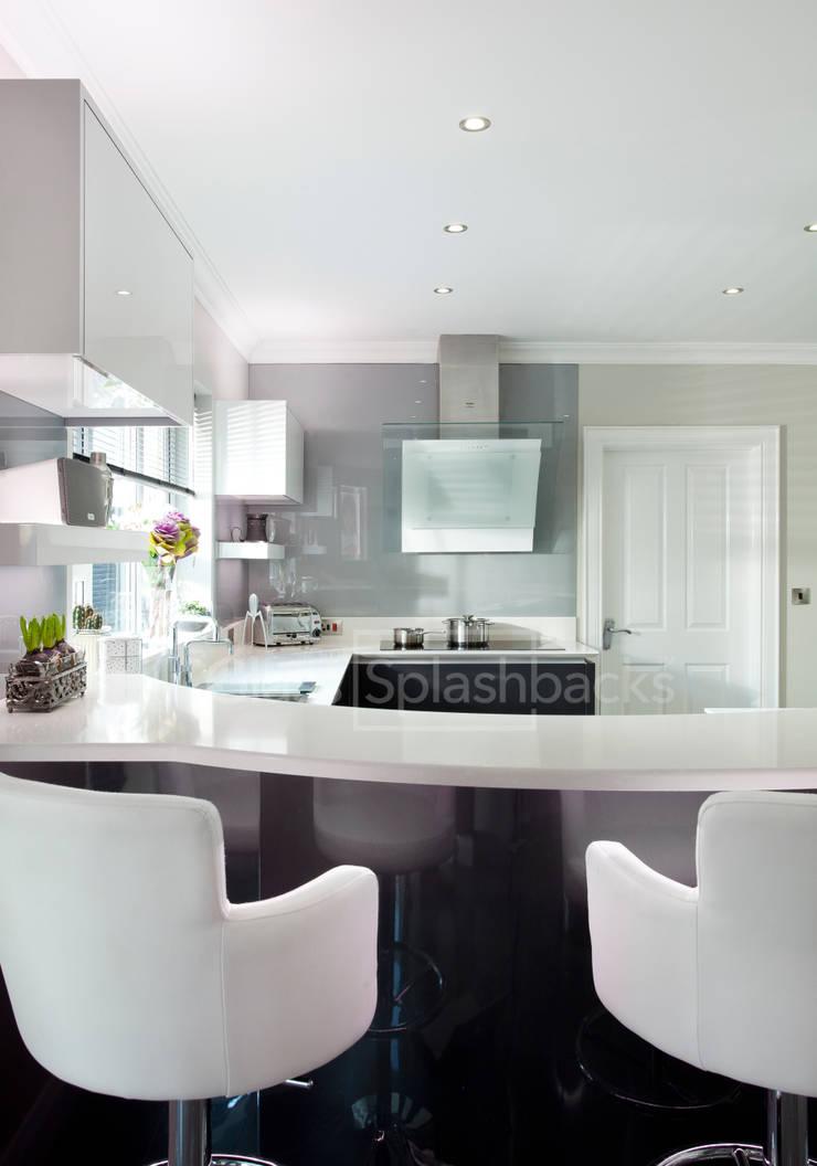 Whisper Grey Glass Splashback in Modern Monochrome Kitchen:  Kitchen by DIYSPLASHBACKS