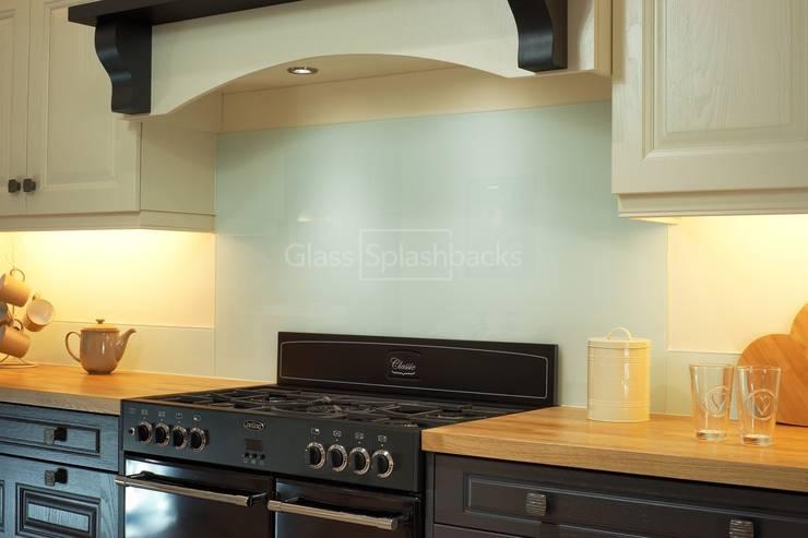 Glacier Splashback and up-stands in hand painted traditional kitchen:  Kitchen by DIYSPLASHBACKS
