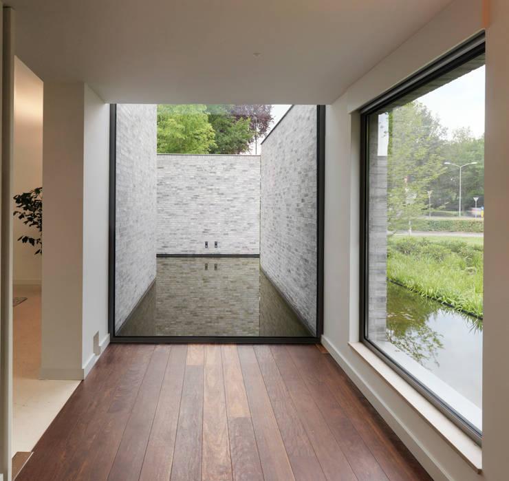 Villa Rotonda Goirle:  Gang en hal door Bedaux de Brouwer Architecten