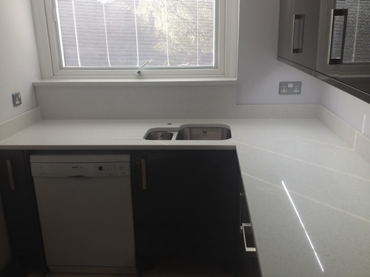 Samsung Everest White Quartz Worktops:  Kitchen by Marbles Ltd