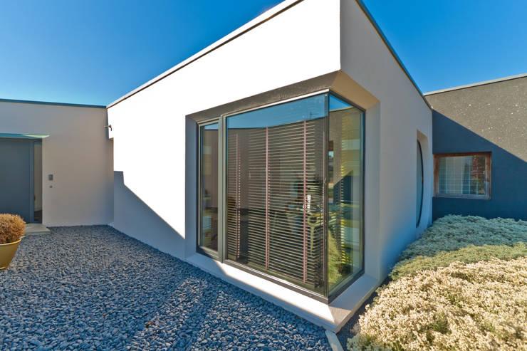 Eckfenster neu:   von architekten schüch & cassau bda