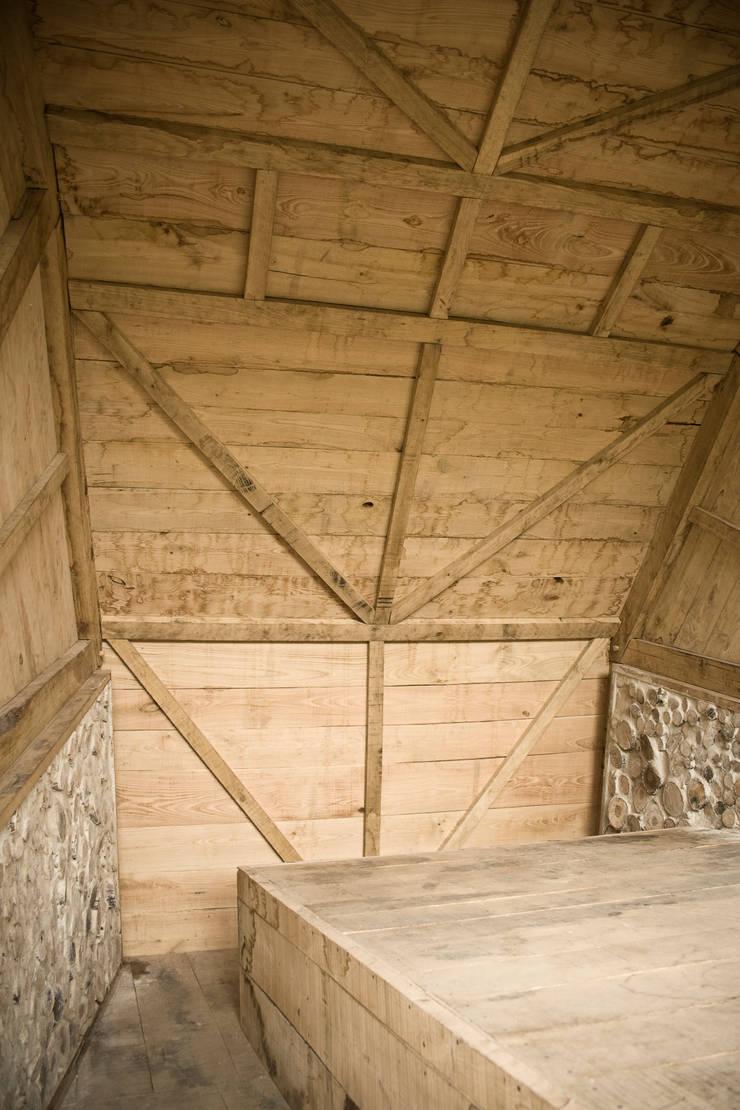 Summerhouse:  Bedroom by Mill & Jones