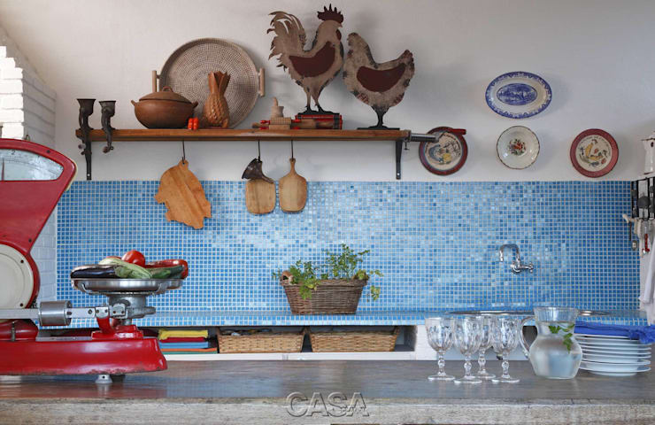 """Casa Litoral Norte SP - """"Alma Caiçara"""": Cozinhas  por AMMA PROJETOS"""