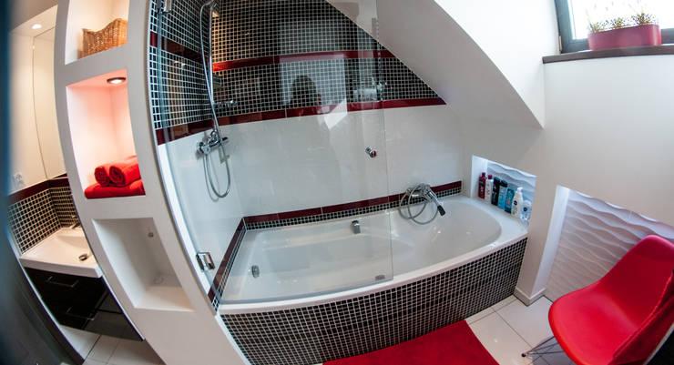 Metamorfoza łazienki: styl , w kategorii Łazienka zaprojektowany przez Ewa Weber - Pracownia Projektowa