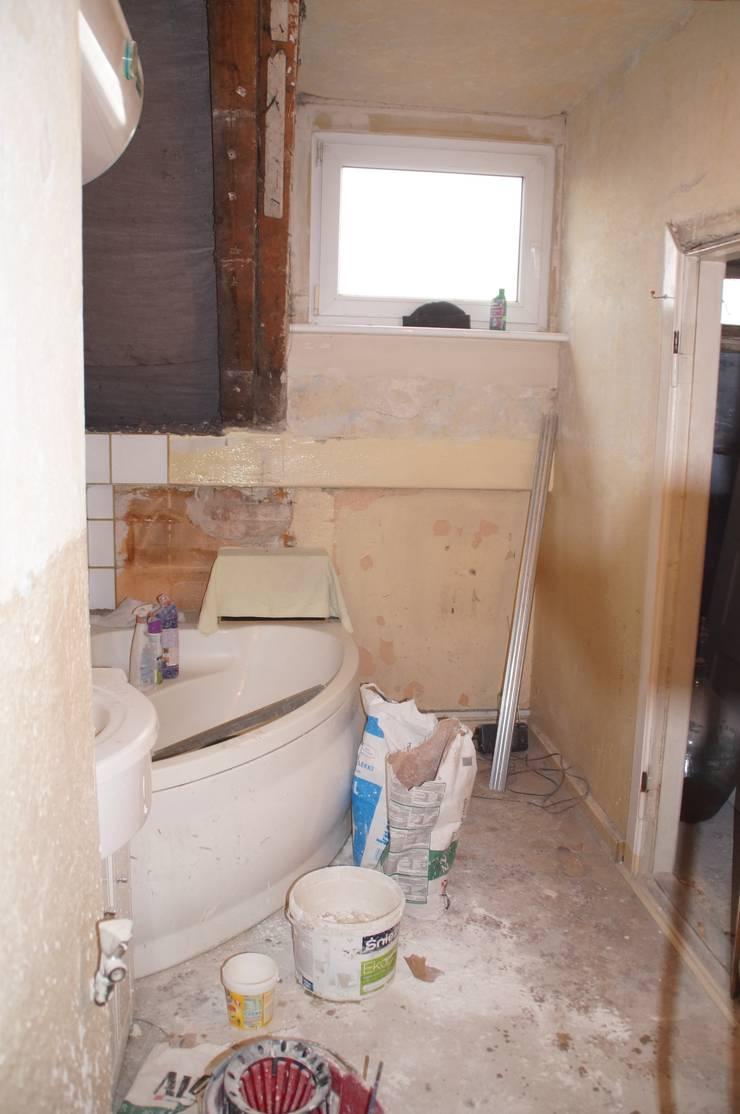 Zdjęcie łazienki przed metamorfozą: styl , w kategorii  zaprojektowany przez Ewa Weber - Pracownia Projektowa