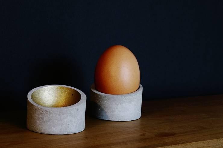 """Beton-Eierbecher """"Qegg"""":  Küche von Quintacence"""