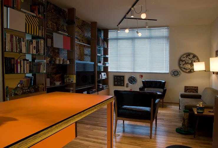 Interior | Apartamento – I: Salas de estar modernas por ARQdonini Arquitetos Associados