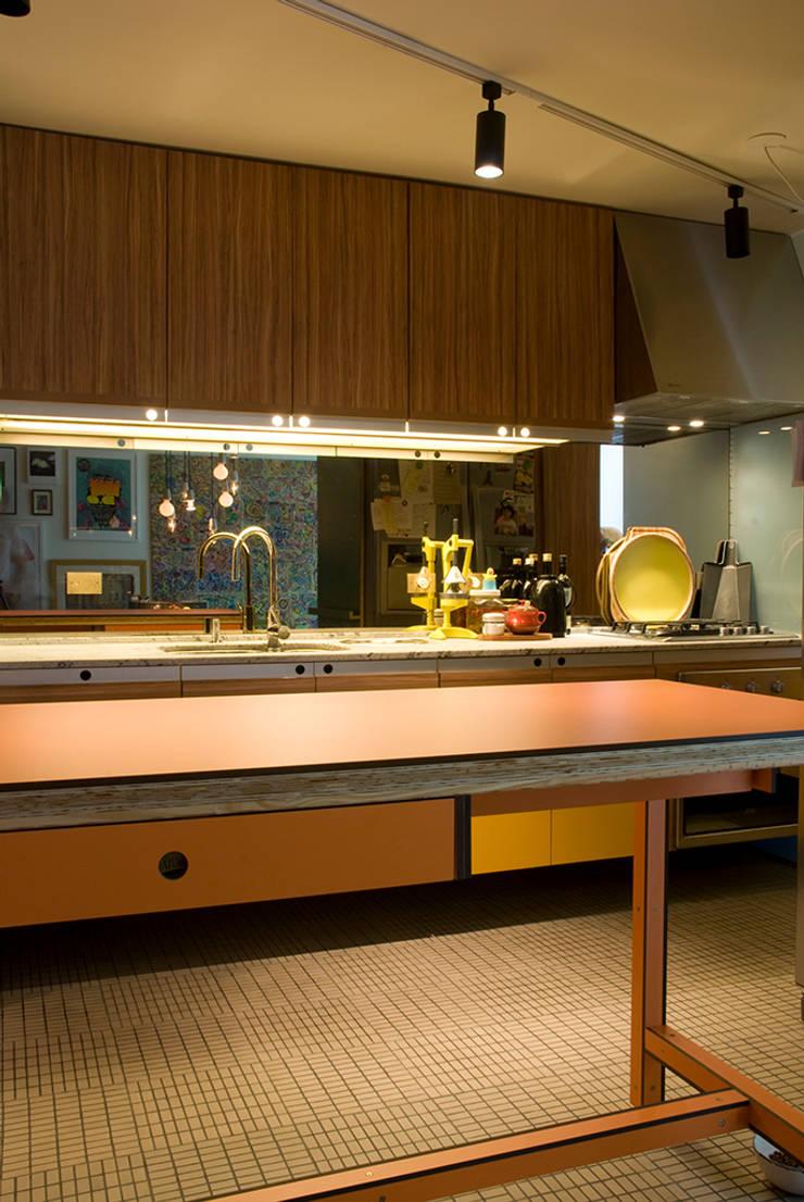 Interior   Apartamento – I: Cozinhas  por ARQdonini Arquitetos Associados,Moderno