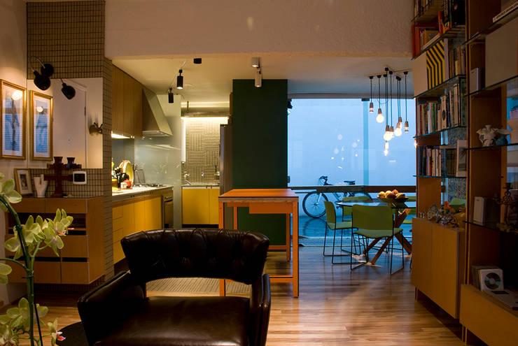 Interior | Apartamento – I: Salas de jantar modernas por ARQdonini Arquitetos Associados