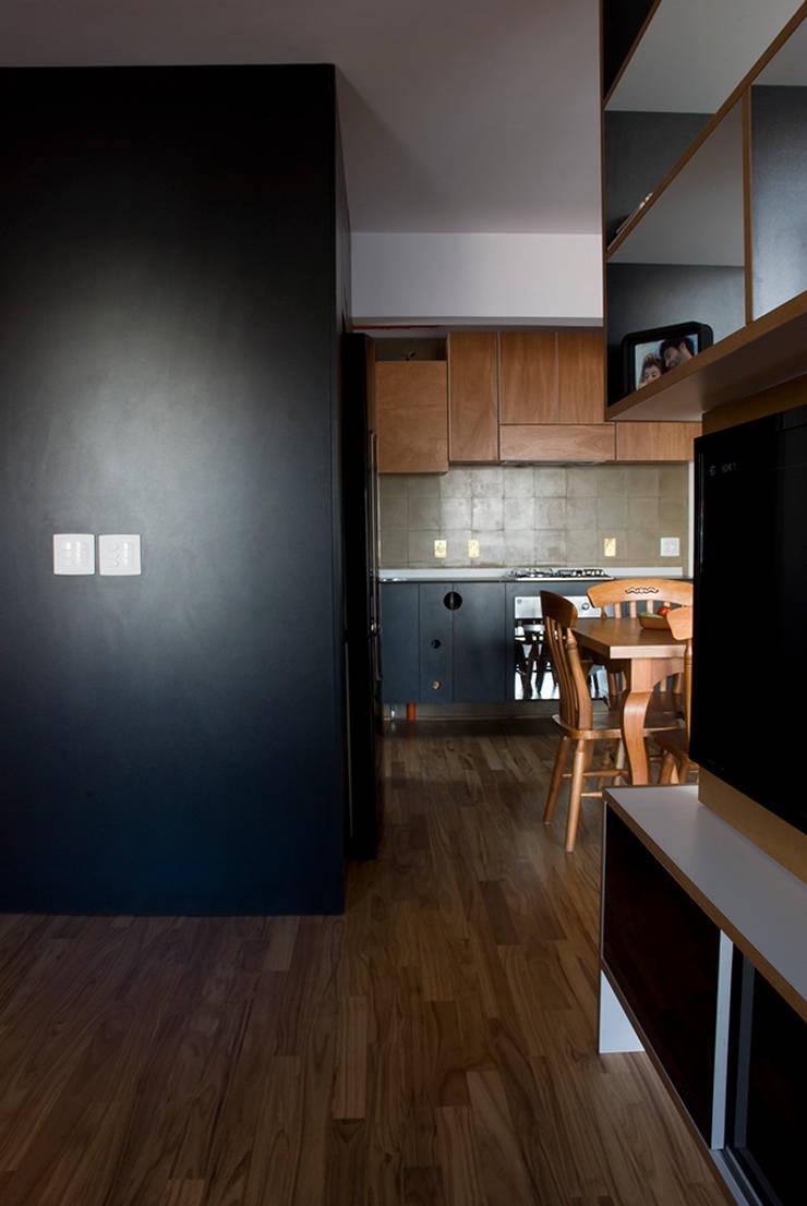 Interior | Apartamento – II: Cozinhas  por ARQdonini Arquitetos Associados