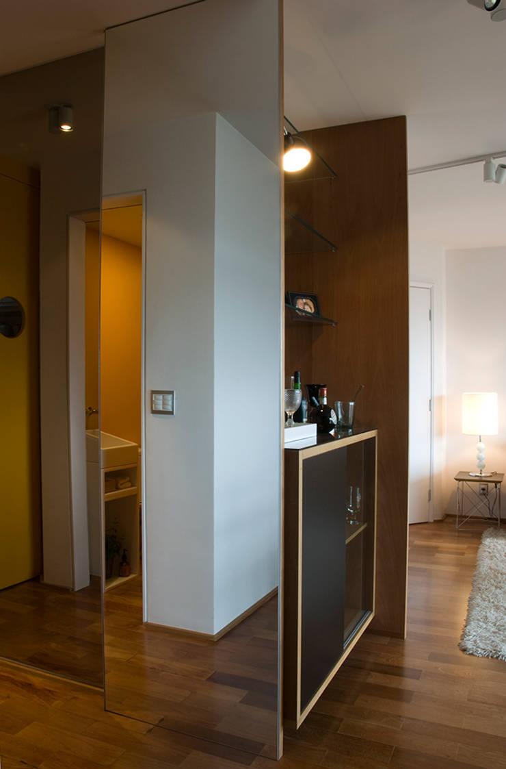 Interior | Apartamento – II: Corredores e halls de entrada  por ARQdonini Arquitetos Associados
