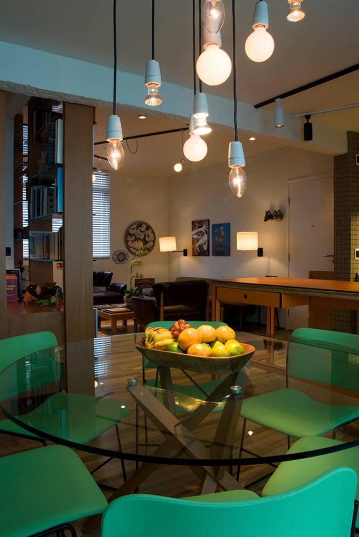 Interior | Apartamento – I: Sala de jantar  por ARQdonini Arquitetos Associados